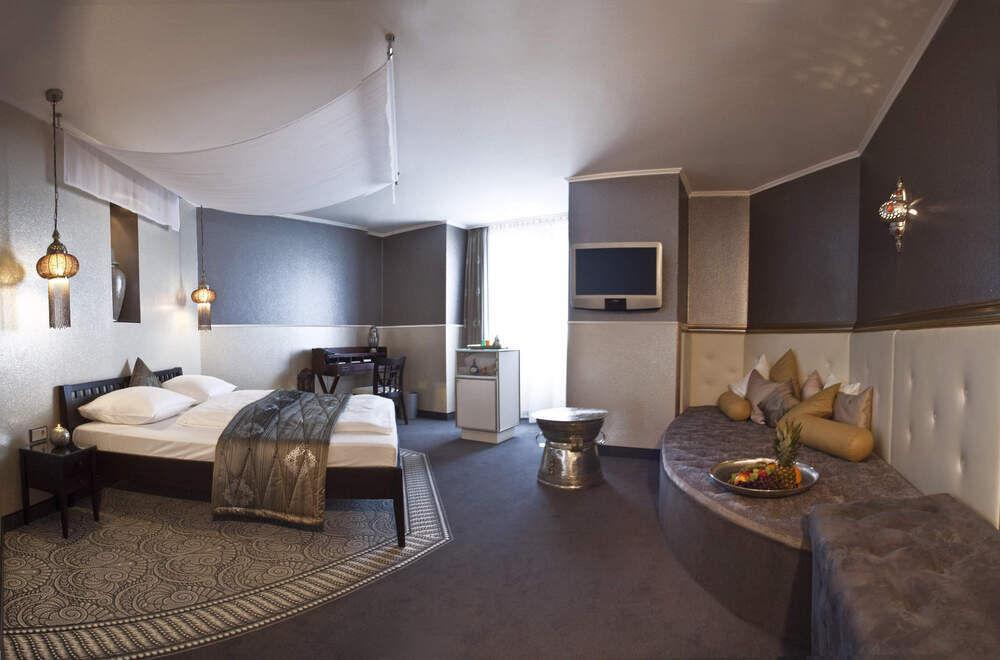der zauber aus 1001 nacht hotel reubel in n rnberg. Black Bedroom Furniture Sets. Home Design Ideas